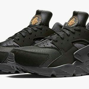 Nike Air Huaraches Men Size 11(used)